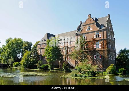 Wasserschloss Bedburg moated castle, Bergheim, Rhineland, Rhine-Erft-Kreis district, North Rhine-Westphalia, Germany, - Stock Photo