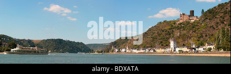 Rhine river panorama with excursion boat in Sankt Goarshausen on the Rhine with Burg Katz castle, UNESCO World Heritage - Stock Photo