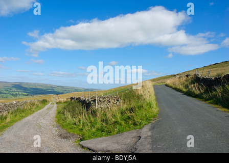 Cam High Road (Roman) on left, modern road on right. Wensleydale, Yorkshire Dales National Park, England UK - Stock Photo