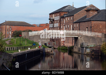 Small bridge over the 'River Trent 'at 'Mill Lane' in Newark Nottinghamshire - Stock Photo