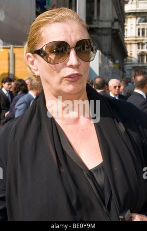 Iva Zanicchi, funeral of Mike Bongiorno, Milan, ITALY, 12 september 2009 - Stock Photo