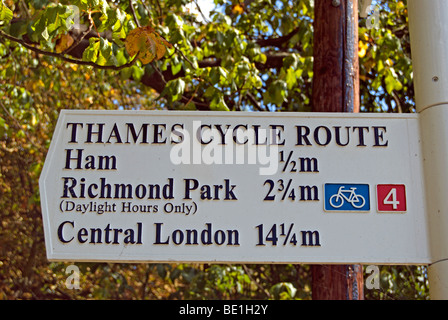 thames cycle route sign beside the river thames at teddington lock, middlesex, england, with distances in miles - Stock Photo