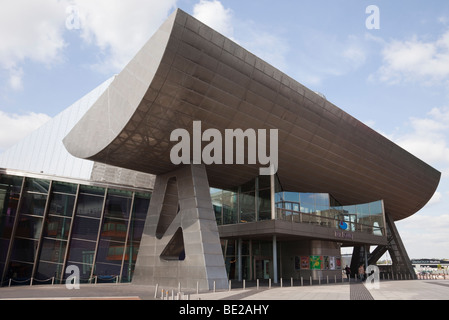 The Lowry Centre arts complex in modern building in Salford Quays, Greater Manchester, England, UK, Britain - Stock Photo
