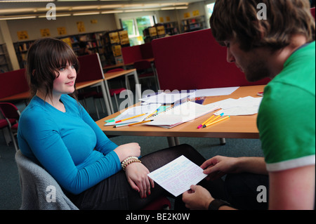 Students revise in library at sixth form further education college - Stock Photo