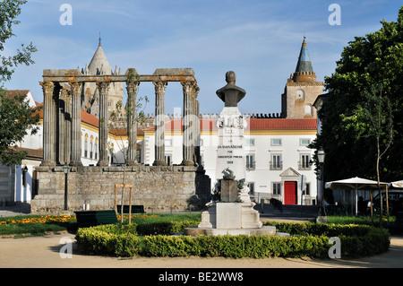 Roman Temple of Diana in Evora, UNESCO World Heritage Site, Alentejo, Portugal, Europe - Stock Photo