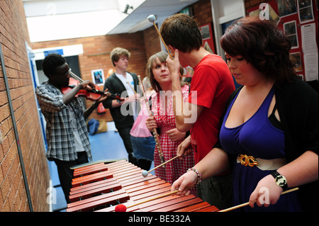 Students at sixth form further education college - Stock Photo