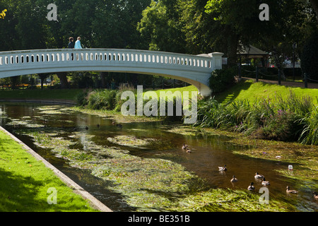 UK, England, Staffordshire, Stafford, bridge over River Sow passing through Victoria Park - Stock Photo