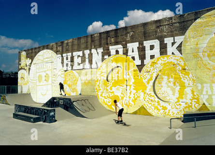 Skate park, old concrete wall with graffiti, Rheinpark, new city district on the Rhine, Duisburg Hochfeld, North - Stock Photo