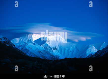 Snow-covered Mount Everest, 8850m, Nepali or Tibetan Sagarmantha Chomolungma, seen from the basecamp from the Tibetan - Stock Photo