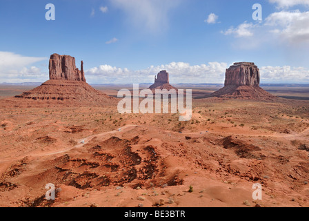 West Mitten Butte, Eastern Mitten Butte und Merrick Butte, from left to right, Monument Valley Navajo Nation Park, - Stock Photo