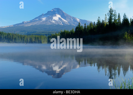 Trillium Lake with Mount Hood volcano, Cascade Range, Oregon, USA - Stock Photo