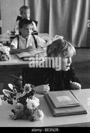 School beginners, Leipzig, GDR, historical picture, ca. 1983 - Stock Photo