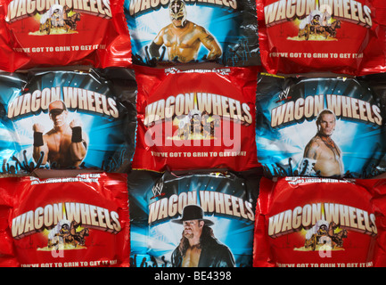 Wagon Wheels biscuits - individual packets of plain and jammie flavour Wagon Wheels biscuit, individually wrapped - Stock Photo