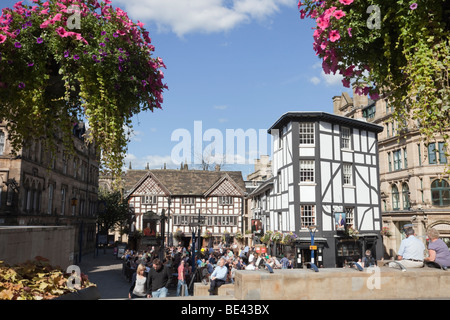 The Old Wellington Inn and Sinclairs Oyster Bar in timbered buildings. Exchange Square, Manchester, England, UK, - Stock Photo
