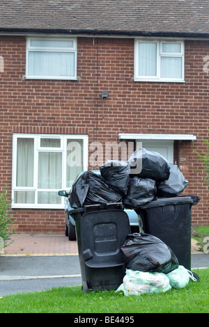Leeds Bin Strike, Rubbish piles up in bins and on the streets of Leeds due to the strike of council refuse collectors. - Stock Photo