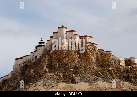 Tibetan fortress, Tibetan: Dzong, seen from Gyantse on rock cliff, Gyantse, Tibet, Tibet, China - Stock Photo