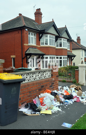 Rubbish piles up on the streets in Leeds due to the refuse collectors strike, September 2009 - Stock Photo