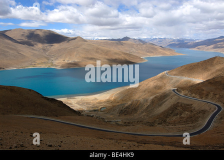 Turquoise blue waters of Lake Tso Yamdrick, Pass Road of Pang La Pass, Central Tibet, Tibet, China, Asia - Stock Photo
