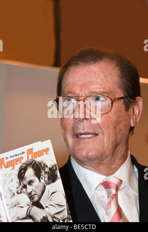 The English actor and former James Bond actor Sir Roger Moore - Stock Photo