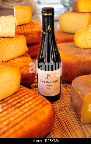Wine and cheese at a market stall in Soller, Majorca, Balearic Islands, Spain, Europe - Stock Photo