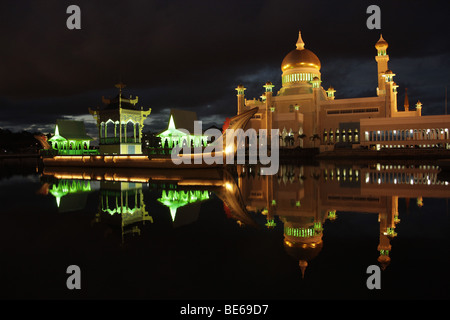 Royal Mosque of Sultan Omar Ali Saifuddin reflected in a lagoon in the capital city, Bandar Seri Begawan, Brunei, - Stock Photo