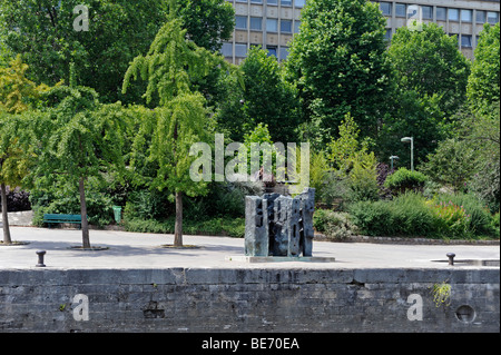 France, Paris, Quai Saint Bernard, the garden Tino Rossi, sculpture ...