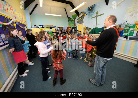 CHILDREN SINGING IN A GROUP AT A SUNDAY SCHOOL UK - Stock Photo