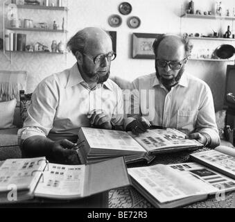 Twins with stamp albums, Leipzig, GDR, historical photo, 1982 - Stock Photo