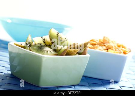 Cornflakes and kiwi slices - Stock Photo