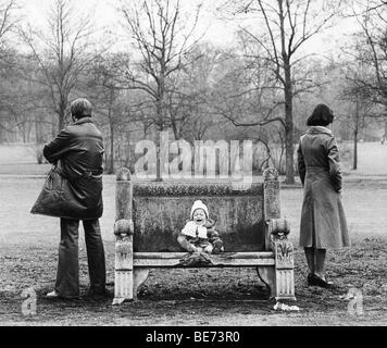 Crying child, parents at odds, Leipzig, GDR, East Germany, historical photo, about 1978 - Stock Photo