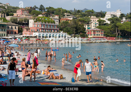 Beach at Santa Margherita Ligure in the late afternoon, Golfo del Tigullio, Italian Riviera, Liguria, Italy - Stock Photo