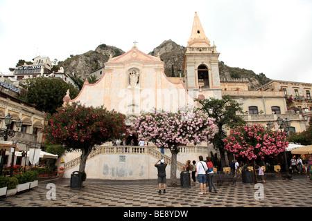 Chiesa San Giuseppe in Piazza IX Aprile in Taormina Sicily - Stock Photo