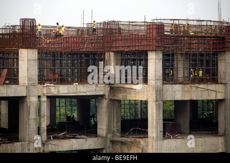 Workers on a construction site building an extension to the city's Metro line, near Nehru Place, Delhi, India - Stock Photo