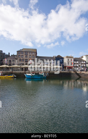 The Quay side at Sutton Harbour, The Barbican, Plymouth. - Stock Photo