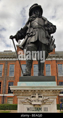 Statue of William II in front of Kensington Palace, Kensington Gardens, Hyde PArk, London, England - Stock Photo