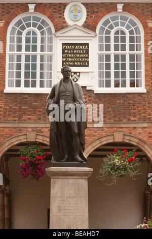 Statue of Sir Robert Peel standing in front of Tamworth town Hall, built at the behest of Sir Thomas Guy - Stock Photo