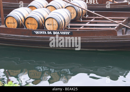 barco rabelo shipping boat vila nova de gaia porto portugal - Stock Photo