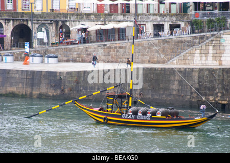 barco rabelo shipping boat cais da ribeira porto portugal - Stock Photo