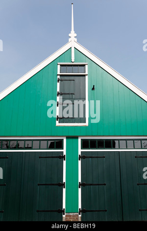Wooden building with large gates, from the 17th Century, old whaling village Jisp, Wormerland, province of North - Stock Photo
