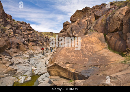 Hikers on tour of Little Petroglyph Canyon, on the China Lake Naval Air Weapons Station, Ridgecrest, California, - Stock Photo