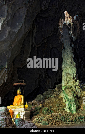 The entrance to Tham Luang (Pha Wiang) in Phayao, Thailand. A large limestone cave in Phayao province. - Stock Photo