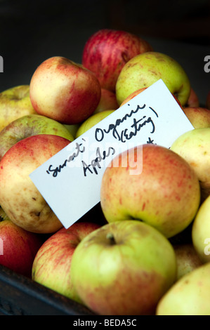 Sourdough bread and organic apples for sale in Heart Buchanan deli in the West End of Glasgow, Scotland. - Stock Photo