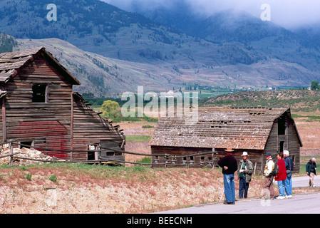 Old Wood Heritage Farm House and Barn on Ranch near Osoyoos, BC, South Okanagan Valley, British Columbia, Canada - Stock Photo