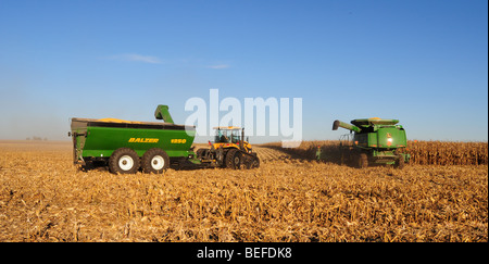 Caterpillar agricultural tractor Stock Photo: 946380 - Alamy