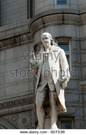 ... Benjamin Franklin Statue In Front Of The Old Post Office In Washington  DC   Stock Photo