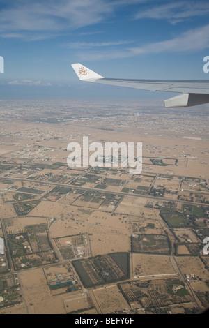 Aaeroplane take off taking off wing over dubai - Stock Photo
