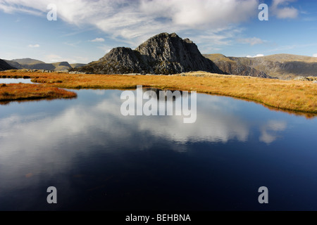 The mountain of Tryfan viewed from the shore of Llyn Caseg-fraith in the Glyderau mountains, Snowdonia National - Stock Photo