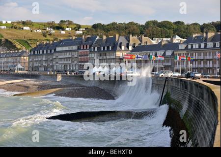 Waves crashing into sea dyke at Saint-Valery-en-Caux, Seine-Maritime, Haute-Normandie, Normandy, France - Stock Photo