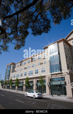 A tilted view of a building with condos and office space, viewed from a divided road. Park Broadway on El Camino - Stock Photo