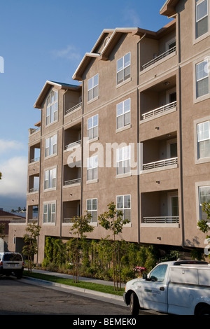A newly built compact housing development lined with trees. Park Broadway on El Camino Real in Millbrae, CA - Stock Photo